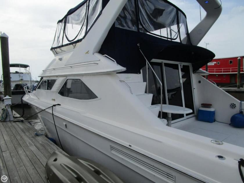 1996 Sea Ray 440 express bridge