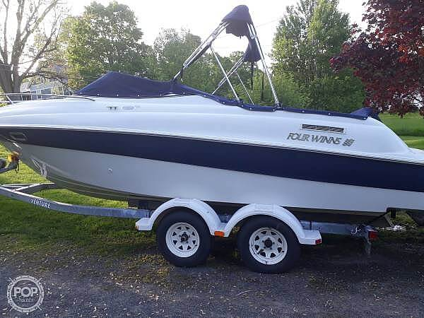 2002 Four Winns 225 sundowner