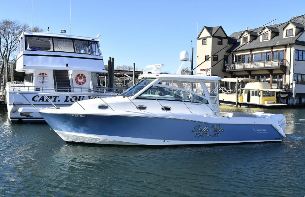 2016 Boston Whaler 345 conquest