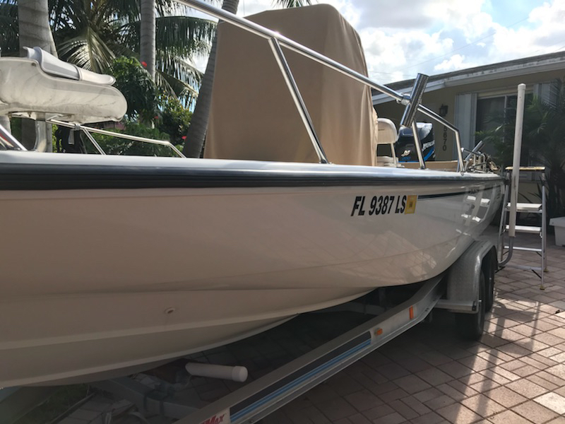 2001 Boston Whaler 220 dauntless